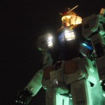 夜のガンダムのイベントは光が幻想的
