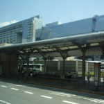 観光のために京都駅のバス乗り場に