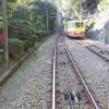 高尾山ケーブルカーで高尾山駅を目指す