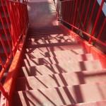 再び階段を使い、降りる