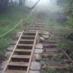 雨が降り出したものの、そのまま登山続行、花山山荘に到着