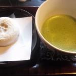 太宰府天満宮の「かさの家」で梅ヶ枝餅を食す