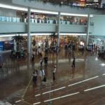沖縄の那覇空港に到着