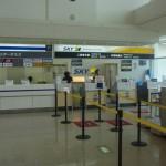 スカイマークのフロントへ、そして那覇空港の展望エリアへ