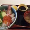松和物産で海鮮丼の昼食