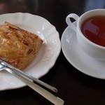 藤田記念庭園大正浪漫喫茶室でアップルパイ