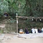 八重垣神社 鏡の池 縁結び占いの池