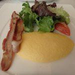 小田急 山のホテルのレストラン「ヴェル・ボワ」で朝食