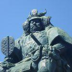 武田信玄の像、甲府駅南口にて