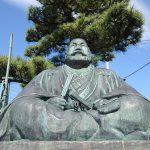 武田信玄の像、塩山駅にて、そして桔梗信玄餅を食す