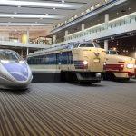 京都鉄道博物館、室内展示には多数の車両、パネル展示も